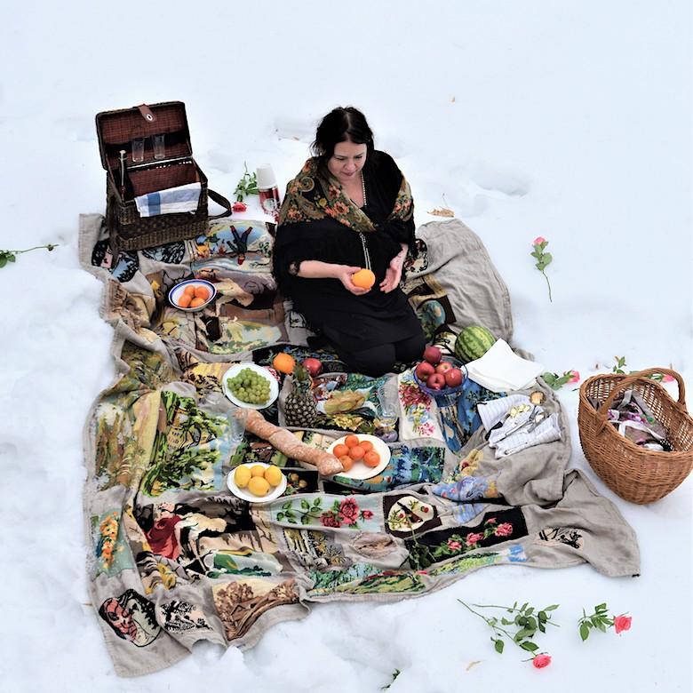 Nanna piknikillä lumessa,2021